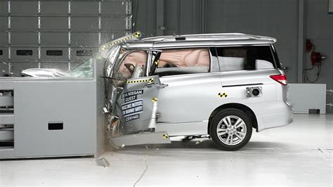 2014 Nissan Quest driver-side small overlap IIHS crash