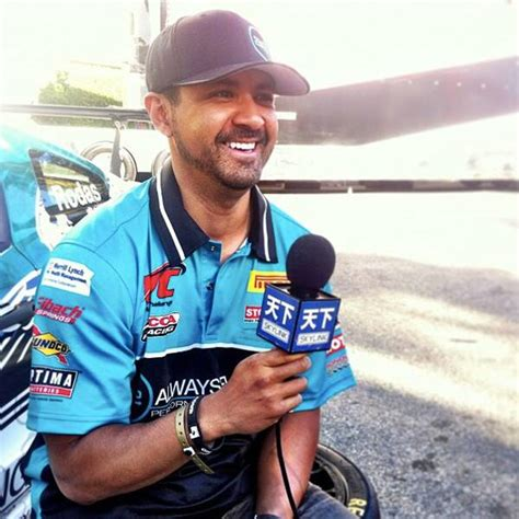 Five Things to Know About Roger Rodas | E! News