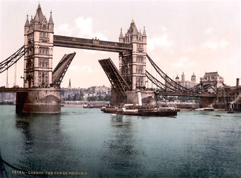 File:London-TowerBridge-1900-Closed
