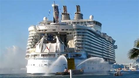 File:MS Oasis of the Seas Stern